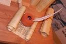Чернильница и гусиное перо - распространенные письменные принадлежности